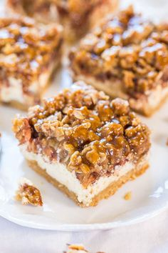Caramel+Apple+Cheesecake+Crumble+Bars+-+Move+over+apple+pie!+These+are+an+apple+pie,+apple+crumble+and+cheesecake+all+in+one!+YUM!