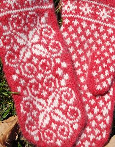 This Latvian-style mitten from Classic Elite Yarns would look great in any colour combination, or try a multicoloured yarn for the contrast colour, giving a Fair Isle effect. Mittens Pattern, Knit Mittens, Knitted Gloves, Knitting Socks, Free Knitting, Free Baby Blanket Patterns, Baby Knitting Patterns, Knitting Stitches, Norwegian Knitting