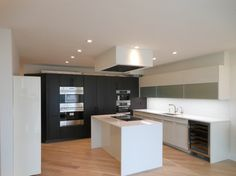 Kitchen designed and installed by AAI-Poggenpohl; Somerset Penthouse.