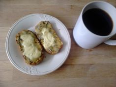 Low carb bread with buuuuuuutter
