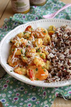 Curry de crevettes au lait de coco  (pour 4 à 6 personnes)  - 400g de crevettes décortiquées (surgelées et décongelées une nuit au frigo ici) – 6 petites carottes – 1 poivron – 1 gros oignon – 1 cc de cumin – 2 cc de curry – 1/2 cc d'ail en semoule – 20cl de lait de coco – sel, poivre – huile d'olive – mélange de 3 riz pour l'accompagnement