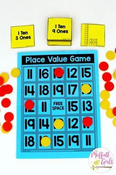 Place Value Game- a fun place value math center to teach tens and ones! Teach base ten math with these hands-on math centers for Kindergarten! value Kindergarten Math: Place Value Maths Guidés, Year 1 Maths, Math Classroom, Teaching Math, Kindergarten Math Centers, Math Math, Teaching Teen Numbers, Number Games Kindergarten, Guided Maths