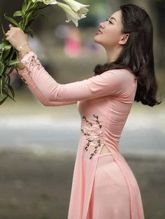 Vietnamese Traditional Dress, Vietnamese Dress, Traditional Dresses, Pretty Asian, Beautiful Asian Girls, Gorgeous Women, Oriental Fashion, Asian Fashion, Bollywood