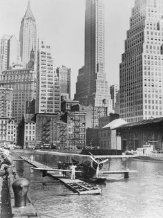 Unknown - Airplane Landing in Manhattan, 1935 - Fine Art Print