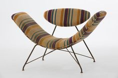 Poltrona Reversível (Reversible Chair) by Martin Eisler for the iconic Brazilian furniture company Forma. It features an iron-tube and Wire frame frame with fabric upholstery and adjustable seating. In original condition.