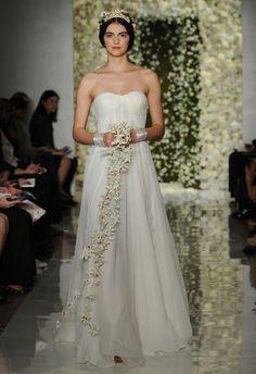 Reem Acra (FW 2015) #NYBW #weddingdresses #vestidodenovia #tendenciasdebodas