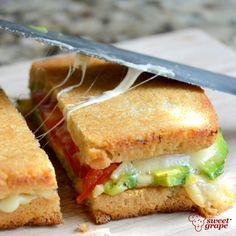 Uma forma irresistível de começar o dia! #cafédamanhã #cozinha #lanche #sanduíche #SweetGrape
