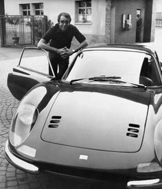 Brilliant shot of a Comedian Peter Sellers and one of his beloved Ferraris , Dino 246 GT Retro Cars, Vintage Cars, Ferrari Dino, Dream Cars, Automobile, Celebrity Cars, Classy Cars, Pony Car, Collector Cars