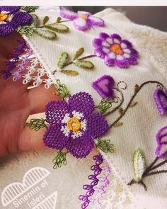 This Pin was discovered by Yas Knitted Poncho, Knitted Shawls, Costume Makeup Tutorial, Knit Shoes, Needle Lace, Lace Making, Sweater Design, Knitting Socks, Hand Embroidery