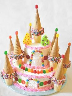 Candy Castle Cake would be great as a Candyland Cake or a Princess Castle C. - Kindergeburtstag - Torten & Kuchen -This Candy Castle Cake would be great as a Candyland Cake or a Princess Castle C. Torta Candy, Cake Candy, High Heel Cupcakes, Cone Cupcakes, Castle Cupcakes, Castle Birthday Cakes, Candy Birthday Cakes, Birthday Pins, 4th Birthday