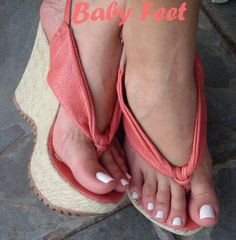 Beautiful Sandals, Gorgeous Feet, Cute Toes, Pretty Toes, Sexy Legs And Heels, Sexy High Heels, Bare Foot Sandals, Wedge Sandals, Tan Body