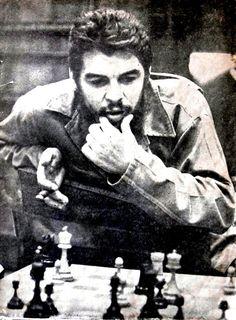 Che Guevara: Iconic Image and the Complex Duality - Yeri Martinez-Vallejo - Medium Che Guevara Quotes, Che Guevara Images, Cuba History, Persian Language, Ernesto Che Guevara, Historia Universal, Fidel Castro, Castro Cuba, Guerrilla