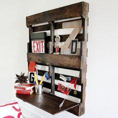 Une palette en bois détournée en étagère / Wood palette transformed in shelf