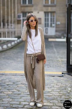 White and brown pants shirt vest casual comfort outfit - Paris Fashion Week FW 2015 Street Style: Carola Bernard Fashion Mode, Look Fashion, Street Fashion, Winter Fashion, Fashion Trends, Fashion 2015, Latest Fashion, Womens Fashion, Look Street Style