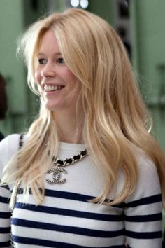Straight from Paris Spring Claudia Schiffer, New Haircuts, Celebrity Beauty, Front Row, Straight Hairstyles, Supermodels, Hair Cuts, Long Hair Styles, Portrait