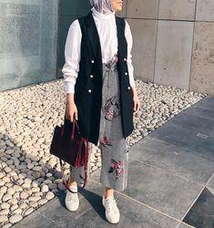 Modern Hijab Fashion, Muslim Fashion, Modest Fashion, Korean Fashion, Fashion Outfits, Fashion Wear, Couture Fashion, Casual Hijab Outfit, Hijab Chic