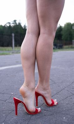 Sexy legs and feet! Sexy legs and feet! Beautiful High Heels, Gorgeous Feet, Great Legs, Beautiful Legs, Sexy Legs And Heels, Hot High Heels, Pernas Sexy, Big Legs, Barefoot Girls