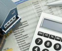 Минэкономразвития подготовило законопроект о введении налоговых льгот для банков, работающих на ипотечном рынке, что может привести к снижению ставок для заемщиков, пишет газета Коммерсантъ. В Минэкономразвития уверены, что причина роста ипотечных ставок - в отсутствии налоговых льгот для банков. Ведомство разработало законопроект, согласно которому банки смогут уменьшить налог на прибыль на суммы, заплаченные за страхование рисков. Предлагается налоговая льгота и для граждан. Однако..