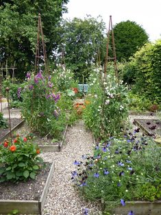 For more of this vegetable garden filled with flowers, see Behind the Hedges: Catherine Horwood's Hidden Kitchen Garden.