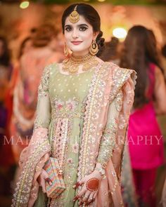 Latest Beautiful Ideas for Mehndi Dresses Latest Bridal Dresses, Bridal Mehndi Dresses, Asian Bridal Dresses, Pakistani Bridal Makeup, Pakistani Fashion Party Wear, Asian Wedding Dress, Pakistani Wedding Outfits, Pakistani Wedding Dresses, Pakistani Dress Design