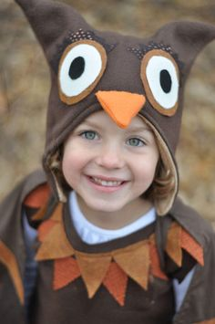 Planning, designing and making an animal-themed Halloween costume with your kids is an excellent way to connect them to nature. We share lamb, bat and owl ideas. Owl Costume Kids, Diy Halloween Costumes For Women, Diy Costumes, Halloween Kids, Halloween Halloween, Vintage Halloween, Halloween Makeup, Costume Ideas, Owl Kids