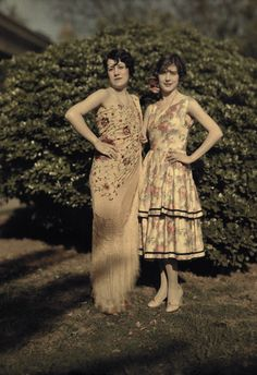 1920s babes! Love the Spanish influence and the Spanish shawl!