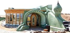 Earthships: homes of the future made entirely of recycled or recyclable materials! Simply incredible!