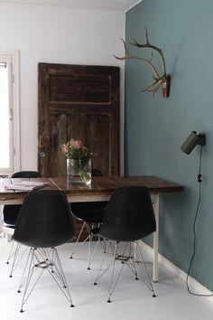 Ruokailutila olohuoneen puolelle - Piirto Koti, Eames, Doors, Dining, Chair, Furniture, Vintage, Home Decor, Food