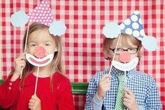 Carnival Themed Birthday Party by Lovely Little Parties via Somewhere Splendid. Photography by Melanie Mauer Photography.