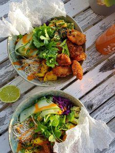 Crispy Chicken Salads, Healthy Chicken, Chicken Recipes, Sushi Restaurants, Teriyaki Bowl, Hawaiian Dishes, Prepped Lunches, Poke Bowl, Avocado