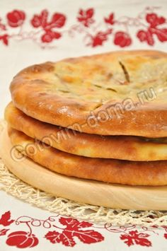 Pie with meat - recipe in Russian Meat Recipes, Baking Recipes, European Dishes, Sauces, Good Food, Yummy Food, Savoury Baking, Bread Bun, Russian Recipes
