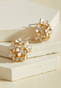 <p>Your everyday reveries are about to get a fashionable update with the addition of these daisy cluster earrings to your accessories collection! Inspiring an imaginative state of mind with their white enamel petals, rhinestone centers, and gold outlines, these studs will make a style visionary of you.</p>