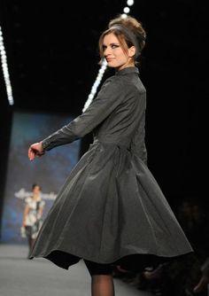 Fashion Week Berlin: Lena Hoschek. Mehr zu den Laufsteg-Trends: http://www.nachrichten.at/nachrichten/society/Alle-Trends-und-die-Premiere-von-Becker-Tochter-Anna;art411,1615185 (Bild: dpa)