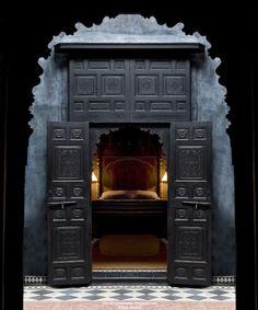 <3 door