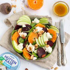 Deze heerlijke, frisse salade is gemaakt door Laura Vellema en naast dat het erg lekker is, is het ook erg simpel om te maken! In slechts 5 minuten tover je deze salade met Hüttenkäse, spinazie, sinaasappel, rode biet, appel & walnoten op tafel! #Hüttenkäse #zosimpel I Love Food, Good Food, Yummy Food, Best Salad Recipes, Healthy Recipes, How To Cook Liver, Spring Recipes, Healthy Smoothies, Food Inspiration