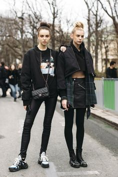 Punk Rock Outfit Idea punk fashion trends that will take you back to the Punk Rock Outfit. Here is Punk Rock Outfit Idea for you. Punk Rock Outfit punk r. Street Style 2018, Street Style Edgy, Autumn Street Style, Cool Street Fashion, Street Style Looks, Punk Fashion, Fashion Outfits, Fashion Trends, Fashion Ideas