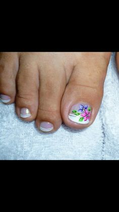 Uñas by justine Sassy Nails, Love Nails, Manicure Y Pedicure, Toe Nail Designs, Pretty Toes, Toe Nail Art, Simple Designs, Floral Design, Finger