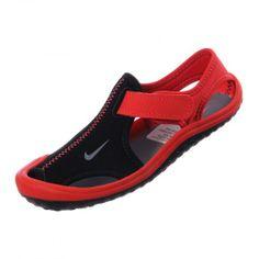 brand new 8607e a2e7d Protege a tu campeón éste verano con las sandalias Nike Sunray Protect con  las cuales podrá caminar súper cómodo y fresco todo el día.