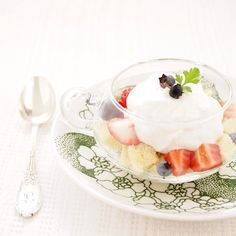 strawberry and blueberry trifle *♡೫̥͙*:・