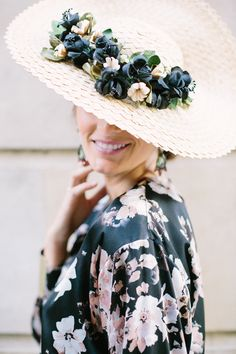 Beautiful Straw, Summer with dark floral trim. Kentucky Derby Outfit, Derby Outfits, Fancy Hats, Love Hat, Headpiece Wedding, Derby Hats, Party Wear, Wedding Styles, Fascinators