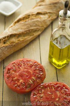 Pan, tomate  y aceite de oliva virgen
