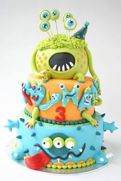 Thirteen awesome monster birthday cake designs, including impressive designs by professionals and a handful that novice bakers can totally pull off. Great inspiration for your little one's monster birthday party. Pretty Cakes, Cute Cakes, Beautiful Cakes, Amazing Cakes, Happy Birthday Kuchen, Cake Birthday, Birthday Board, Monster Birthday Cakes, Monster Cakes