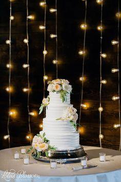 Elegant Southern Wedding Nashville | Flowers by Enchanted Florist, Venue: Houston Station, Photo by Lotus Blossom Photography