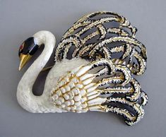 WHITE and black enameled swan brooch with hinged wing, The wing opens to about 45 degrees on a hinge. Insect Jewelry, Bird Jewelry, Animal Jewelry, Jewelery, Swan Jewelry, Swan Pictures, Antique Jewelry, Vintage Jewelry, Gold Book