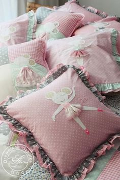Pillows covers with mouse - home decor fornursery baby girl room. She will be happy to sleep on them :) Sewing Pillows, Diy Pillows, Custom Pillows, Decorative Pillows, Sewing For Kids, Baby Sewing, Cushion Covers, Pillow Covers, Needle Cushion