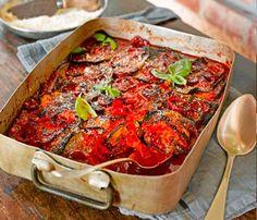 Opettele tekemään maukas tomaattikastike ja käytä sitä munakoisovuoassa. Uuniruoka lämmittää syksyllä!