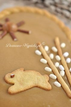 Mazurek chałwowy Easter Recipes, Dessert Recipes, Polish Desserts, Gingerbread Cookies, Sweets, Cooking, Treats, Cookie Recipes, Easter Activities