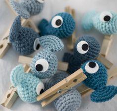 Little Fishies on clothes pins - an anything clip-- El Gallo Bermejo: ¿Qué harías tú con un pez-pinza?