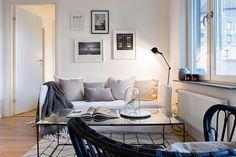 Nice apartment for sale at @bougersthlm styling @balthazarinterior #interiordesign #design #decor #decoration #livingroom #vardagsrum #picturewall #tavelvägg #inredning #inredningsdesign #inredningsdetaljer