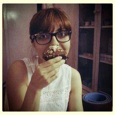 Soraya Quinto, habitual de Marycake's, y un 'cupcake'.
